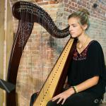 Nelle Couché à la harpe